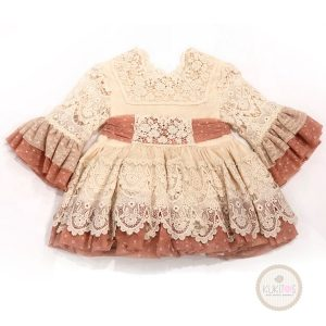 Vestido encaje crudo con rosa palo