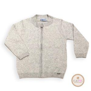 Suéter gris cierre