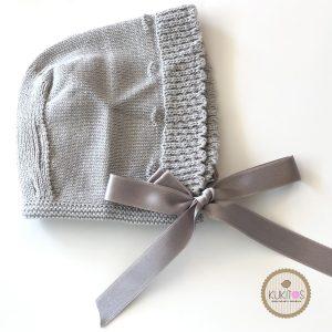 Gorro gris tejido