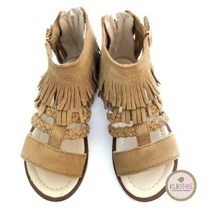 Sandalia con flecos