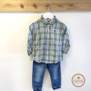 Conjunt camisa cuadros pantalon mezclilla